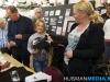 Overhandiging eerste boek Bevrijding Blijham en Wedderveer aan burgemeester Janneke Snijder