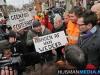 Jetta Klijnsma bestormd door boze demonstratnen in Stadskanaal
