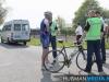 Wielrenner botst tegen taxibusje in Blijham