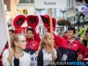 Vlaggenparade deelnemers RUN door centrum Winschoten. Foto: Huisman Media